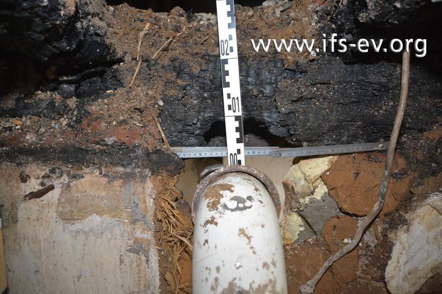 Zwischen dem Verbindungsstück und dem darüber verlaufenden Holzbalken lagen nur 2 cm.