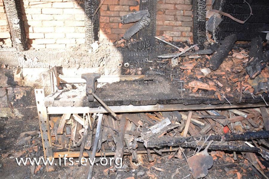 Blick auf die Werkbank, an der das Feuer entstanden ist.