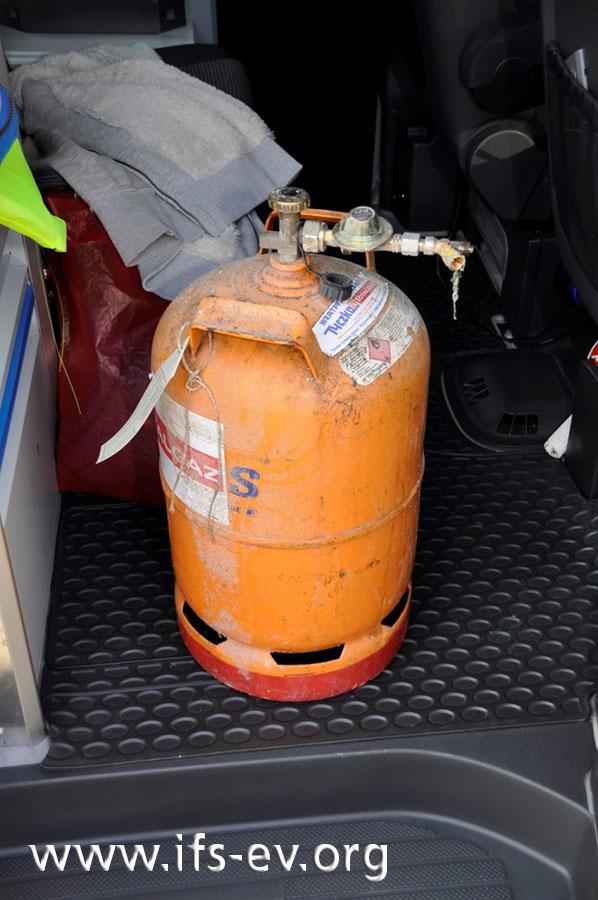 In den Trümmern des Hauses wurde diese Gasflasche gefunden.