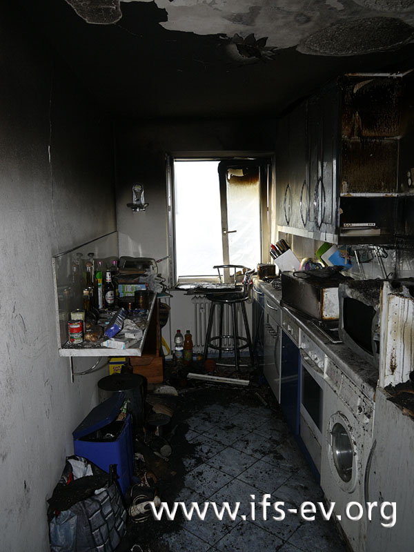 Die Brandspuren in der Küche.