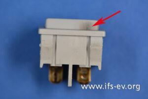 An der Oberseite des Schalters ist eine aus dem Inneren kommende Schmauchspur zu erkennen.