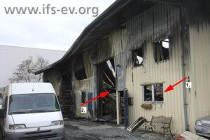 Büro (1) und Lagerbereich (2) der Halle