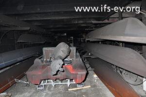 Intensive Ruß- und Rauchgasablagerungen an den Booten außerhalb des Brandbereichs