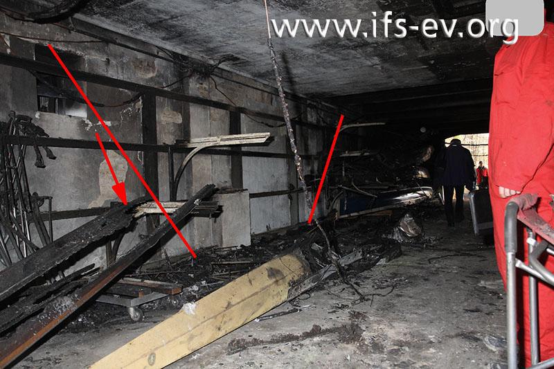 Im Brandschwerpunkt zeichnet sich ein Brandtrichter ab.