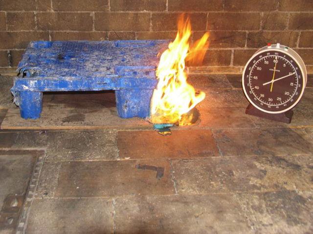 Brandversuch – Entzündung einer Kunststoffpalette