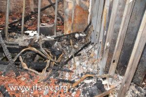 Auf dem Dachboden wurde ein kleiner Raum mit Leichtbauwänden abgetrennt. Darin befindet sich die Durchbrennung der Geschossdecke zum Obergeschoss.