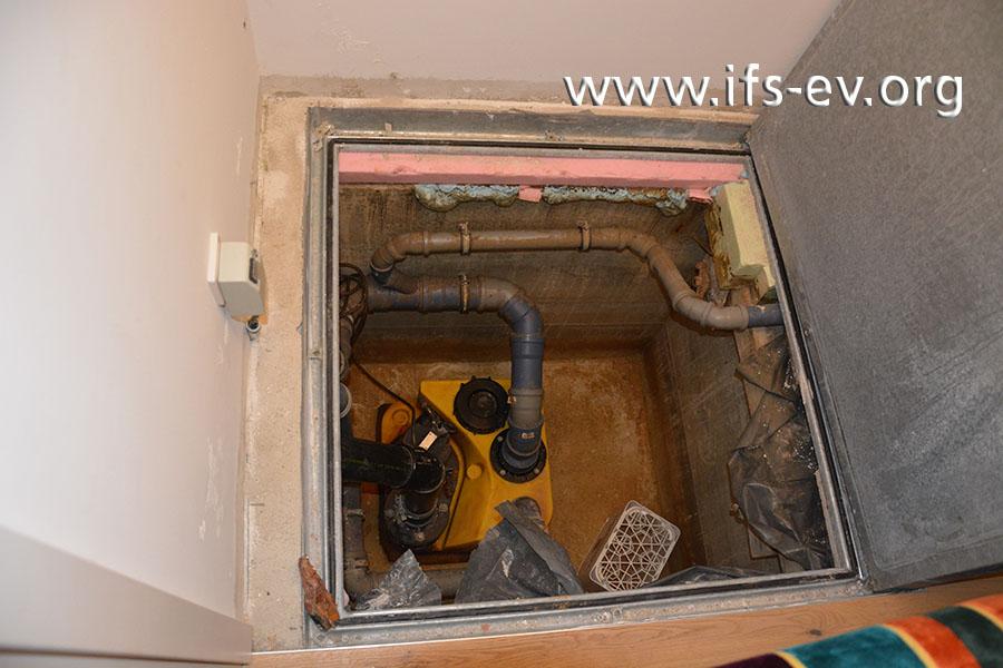 Die Hebeanlage ist in einem Schacht im Keller installiert.