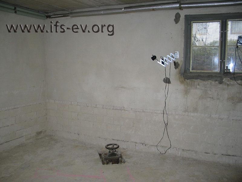 Im Fußboden im Keller befindet sich die Rückstausicherung.