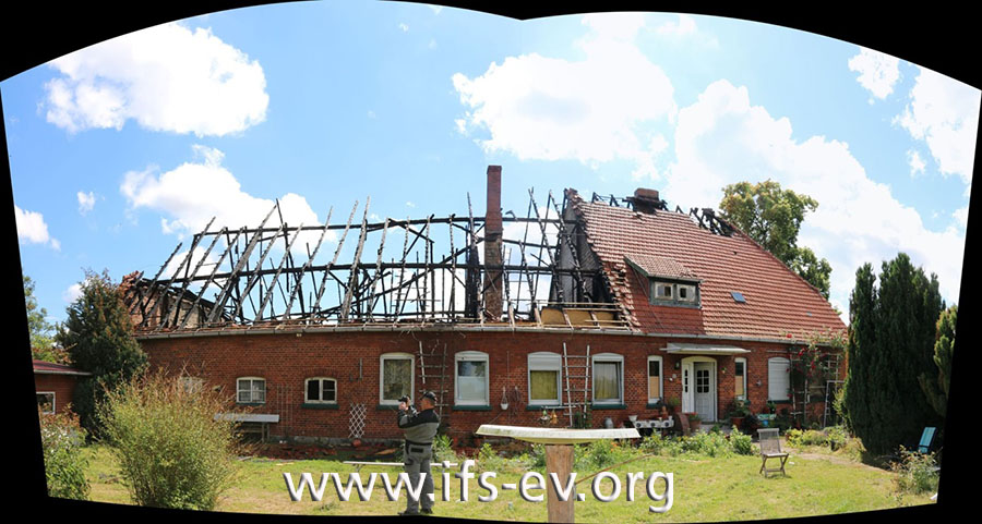 Im Bereich der Plantage ist das Dach vollkommen zerstört.