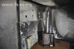 Der Ölofen steht im Mittelpunkt der Brandschäden.