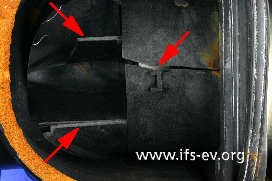 Auch das Turbinenrad aus Kunststoff im Gehäuse ist an mehreren Stellen gerissen.