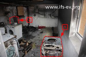 Blick in den Waschkeller: Die betroffene Maschine (1) hat ursprünglich hinten links in der Ecke gestanden (2).