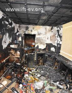 Ein Blick in die ausgebrannte Küche