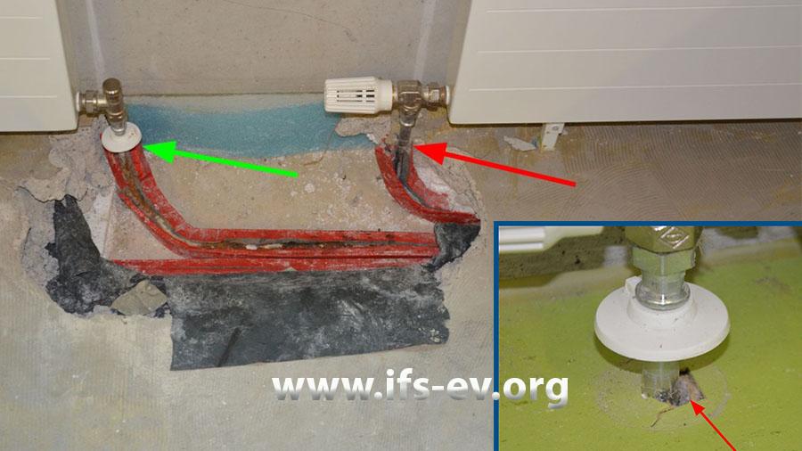Zwischen dem Vorlauf des rechten Heizkörpers (roter Pfeil) und dem Rücklauf des linken (grüner Pfeil) wurde der Fußboden geöffnet. Das kleine Bild zeigt einen Heizkörperanschluss aus einem anderen Raum.
