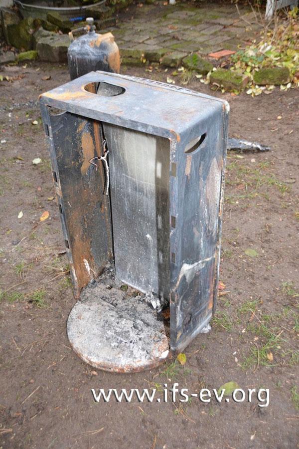 Auch der Ofen ist stark verbrannt.