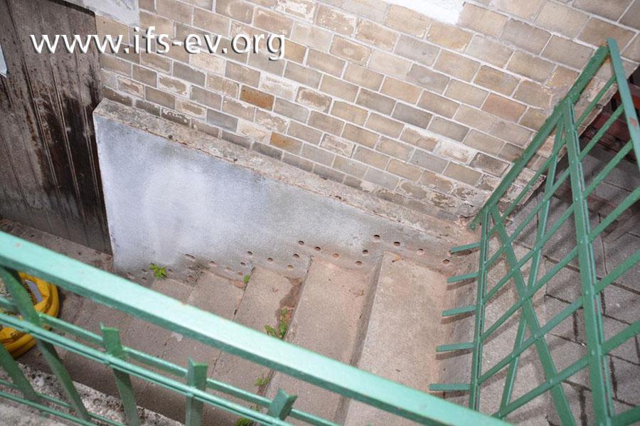 An der Außenwand sind die Löcher für die Stabheizungen zu sehen.