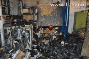 Der Elektroschlepper ist nahezu vollständig ausgebrannt.