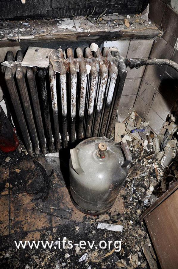 Die Gasflasche stand in der Küche vor der Heizung in unmittelbarer Nähe des Gaskochers.