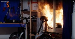 Aus dem IFS-Video: Der Akku des E-Fahrrades explodiert.