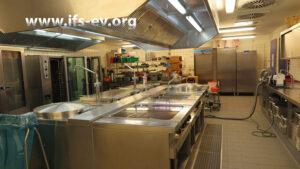 Die Schulküche: Im Fußbodenaufbau liegt eine Durchfeuchtung vor.