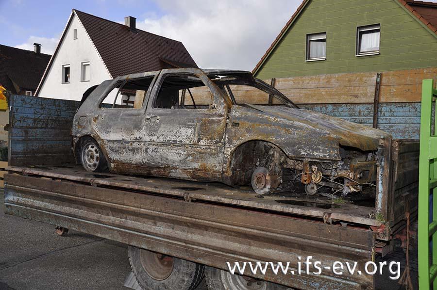 Das Fahrzeug ist vollständig ausgebrannt.