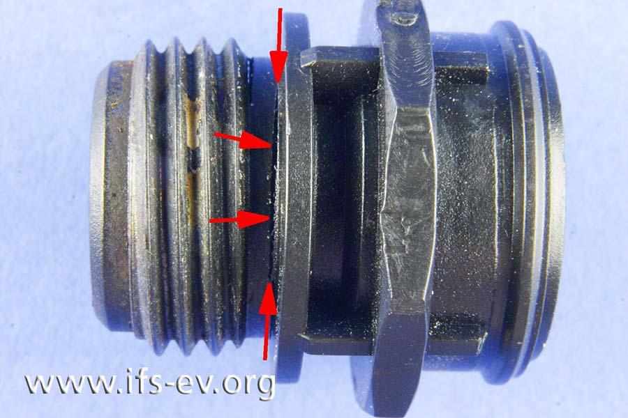 Im Nutbereich der O-Ringdichtung ist ein Riss zu erkennen.