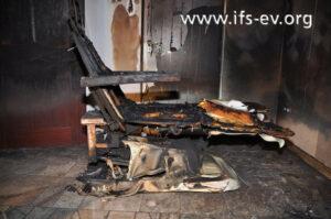 Der Fußpflegestuhl stand eindeutig im Mittelpunkt des Brandgeschehens.