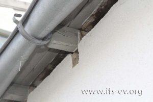 Das Dach der Halle wurde durch die Druckwelle der Explosion angehoben.