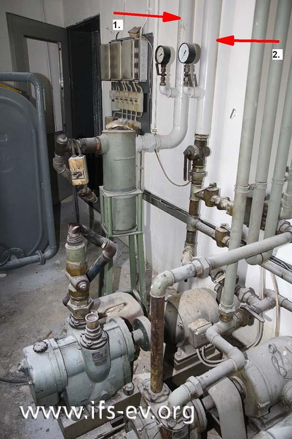 Vom Hausanschlussraum verlaufen die Leitungen für Druckluft (1) und Erdgas (2) in die Produktionshalle.