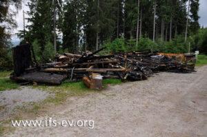 Vor dem Feuer war dies eine fünf mal acht Meter große Jagdhütte mit Walmdach.
