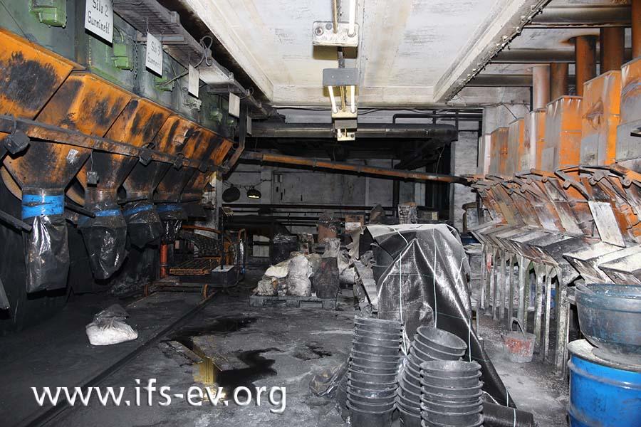 Die Abfüllanlagen im Erdgeschoss der Halle