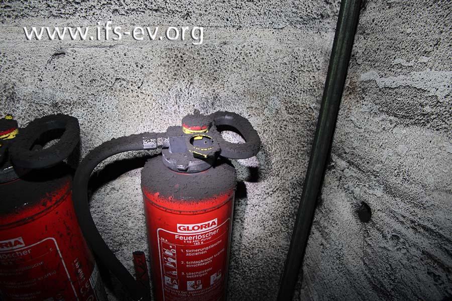 Die Rußablagerungen sind nicht durch den Brand, sondern während der Produktion entstanden.