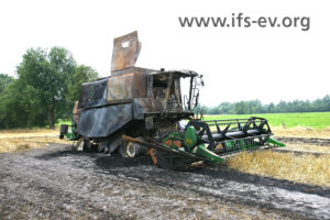 Der Mähdrescher wurde durch den zweiten Brand nahezu zerstört.