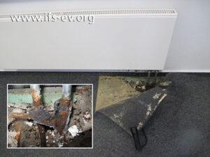 Die Schadenstelle in der Schule: Das kleine Bild verdeutlicht, wie stark die Heizungsrohre beschädigt sind.