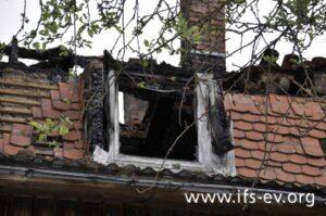 An dieser Dachgaube kam es zum Brandausbruch.