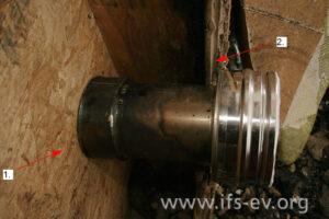 Rekonstruktion des Verbindungsstückes im Wandaufbau zwischen der Holzspanplatte (1) und der Holzweichfaserplatte (2)