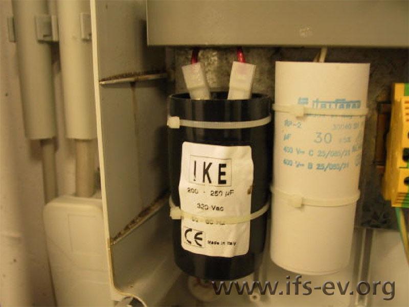 Der Anlaufkondensator für die Motorpumpe der Hebeanlage ist aufgebläht.