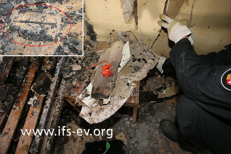 Auf dem kleinen Tisch neben dem Etagenbett ist das Feuer entstanden. Darauf liegen unter anderem die Reste einer Mehrfachsteckdose (kleines Foto).