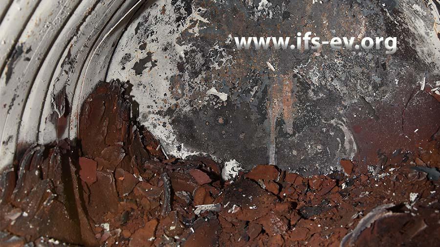 In der Lüftung des Trockenofens befinden sich große Mengen von Lackrückständen.
