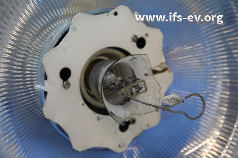 Der innere Quarzglaskolben des Leuchtmittels ist geborsten.
