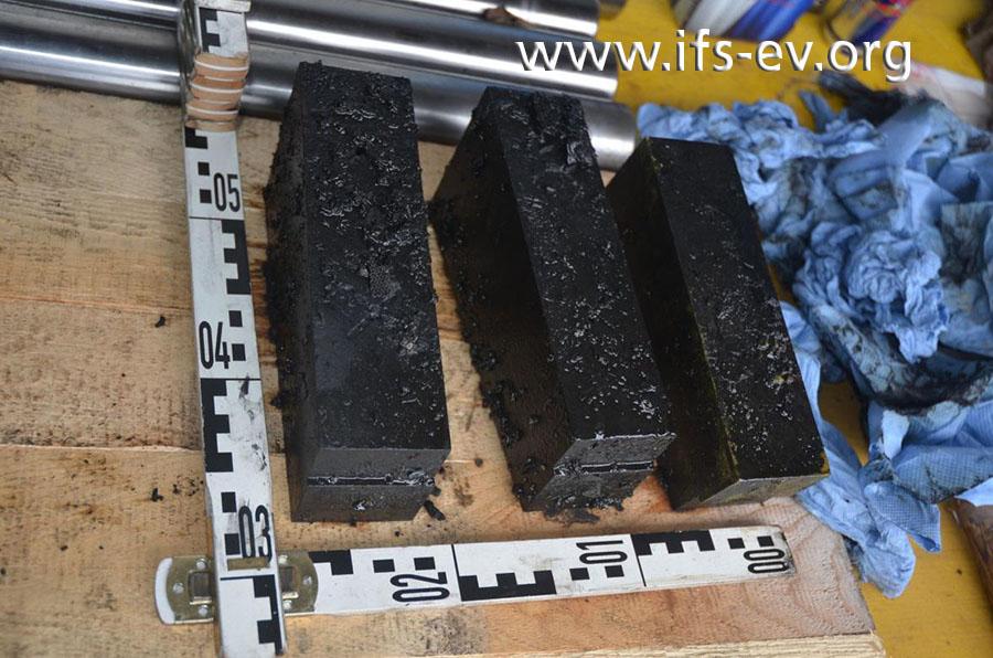 Diese Metallteile befanden sich zum Schadenzeitpunkt im Ölbad.
