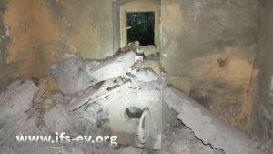 Die Waschmaschine stand im selben Raum wie der Kessel und wurde von herabstürzenden Teilen der Decke zerstört.