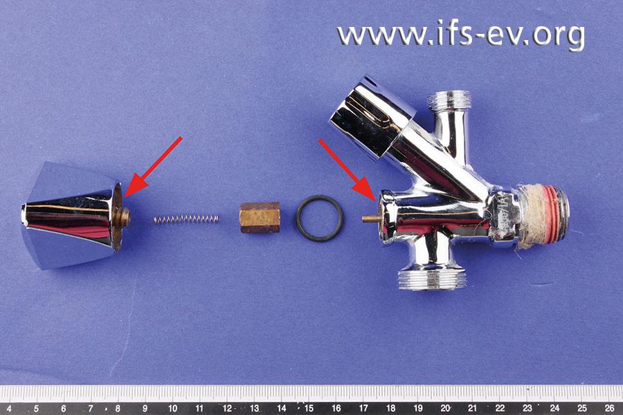 An diesem Eckventil ist das Ventil-Kopfstück aus Messing gebrochen.
