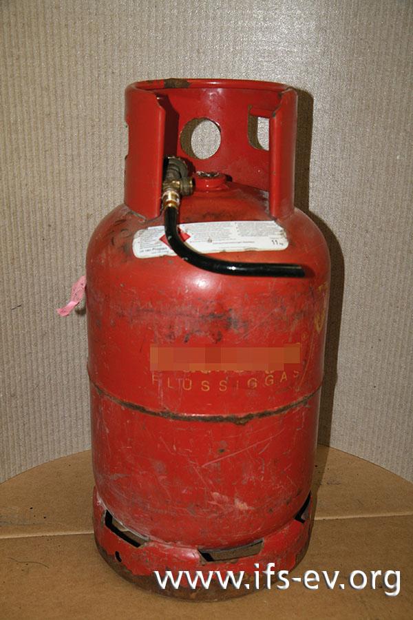 Treibgasflaschen sind an dem angeschweißten Kragen zu erkennen.