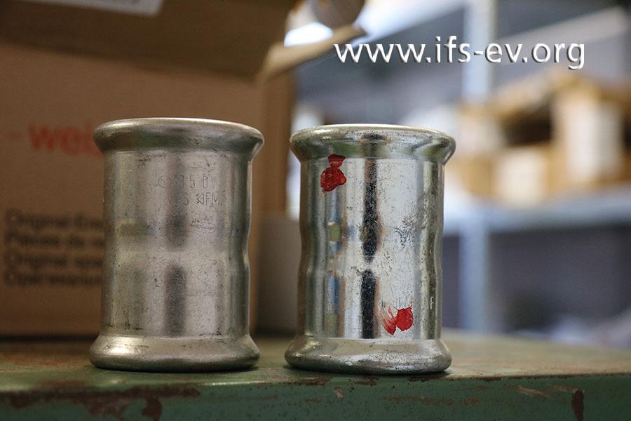 Ein Edelstahl-Fitting und ein rot markiertes aus verzinktem C-Stahl