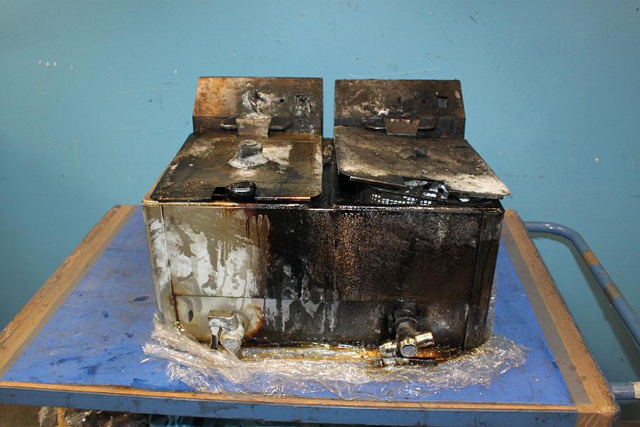 """Im rechten Becken der Fritteuse von """"Royal Catering"""" kam es zum Brandausbruch."""