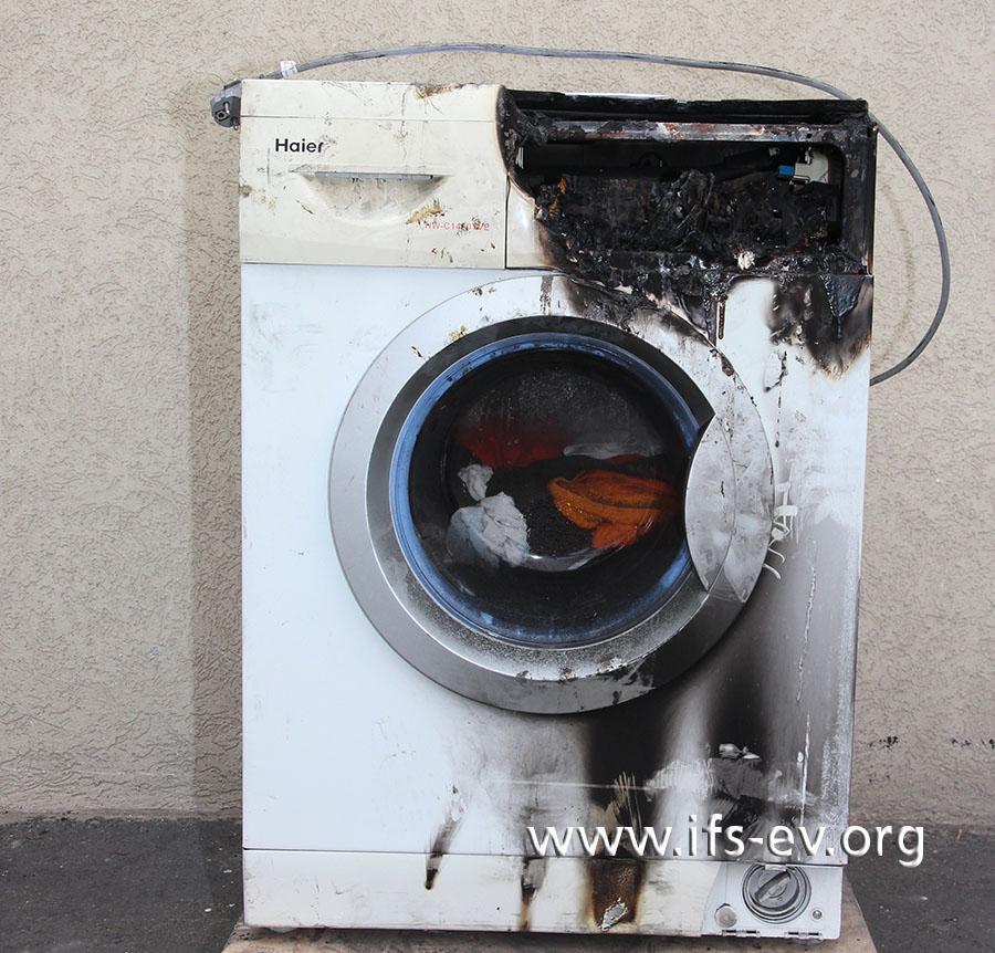 Die abgebildete Waschmaschine wurde vom IFS untersucht; sie hat Brandschwerpunkt oben rechts.