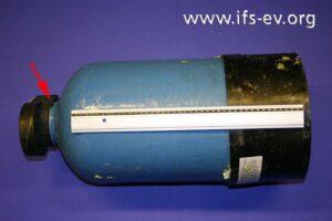 Die Wasserfilterpatrone: An der Verschraubung des Kopfes ist die O-Ringdichtung verrutscht.