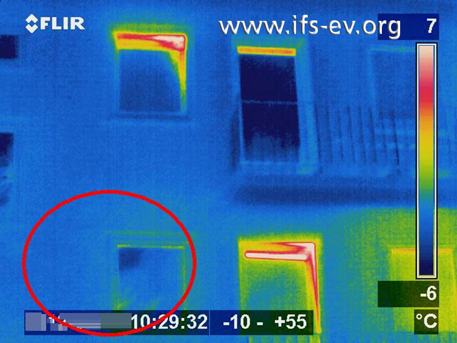 Die thermografische Aufnahme derselben Stelle zeigt, dass es keinen erhöhten Wärmeverlust gibt.