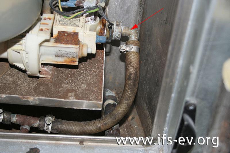 Der Wasseranschluss des rechten Luftbefeuchters.